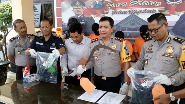 2 Pembunuh Warga Watonmas Jedong Kabur 12 Jam, 1 Orang Masuk DPO