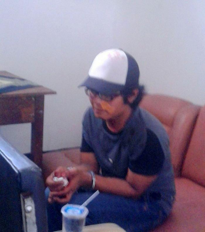 Denis Ferry Prima, pencuri helm di tempat parkir kantor Pemkab Blitar lama, jalan Sudanco Supriyadi, Kota Blitar,