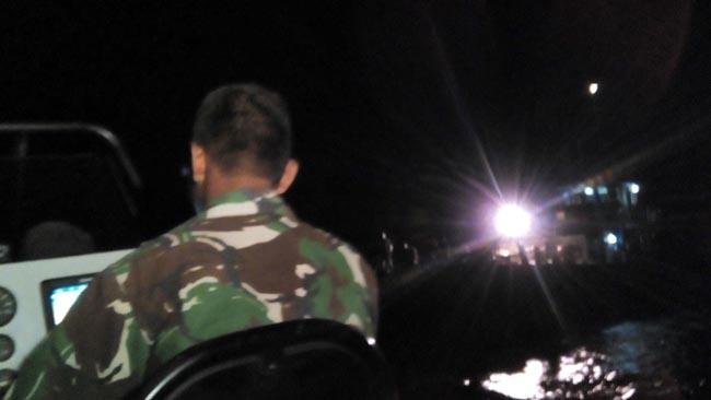 Aksi Tim Kopaska saat menyelamatkan Kapal (pix).