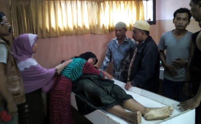 Istri dan Keluarga Korban Histeris saat di kamar mayat RSUD Dr. Moch Saleh Kota Probolinggo (pix)