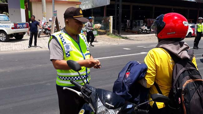 41 Pelanggar Ditilang Dalam Razia Operasi Zebra di Jalan Raya Kapongan