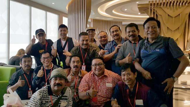Aktivis Sosial dan FPG DPRD Gresik Kritisi Pelesir Bupati dan Ratusan PNS ke Malaysia Pemborosan, Tidak Pro Rakyat
