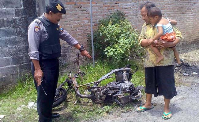 Antar Anak Sekolah, Motor Ludes Terbakar