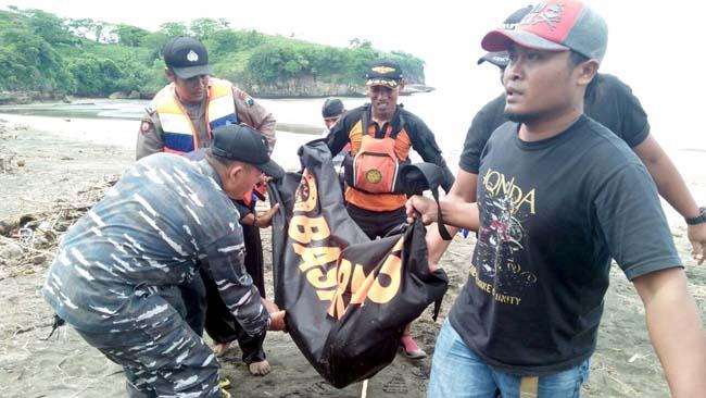 Basarnas Evakuasi Pelajar Tenggelam di Pantai Serang