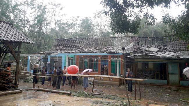 Hujan Angin Terjang 74 Rumah di Desa Taman Sari-Situbondo