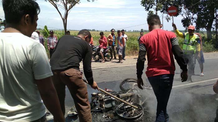 motor korban yang habis terbakar di TKP (pix).