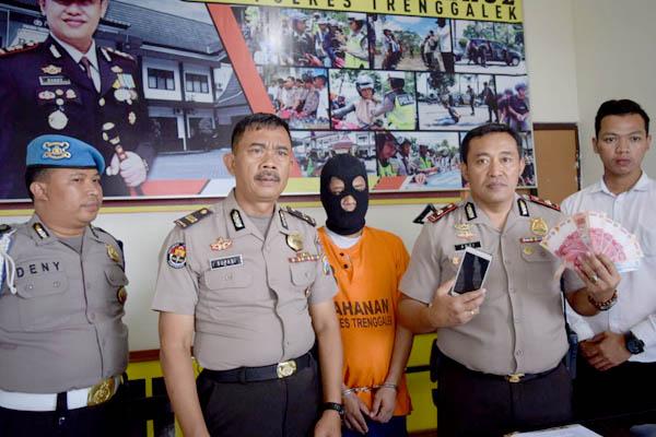 Pelaku dan barang bukti hasil tipu gelap diamankan polisi