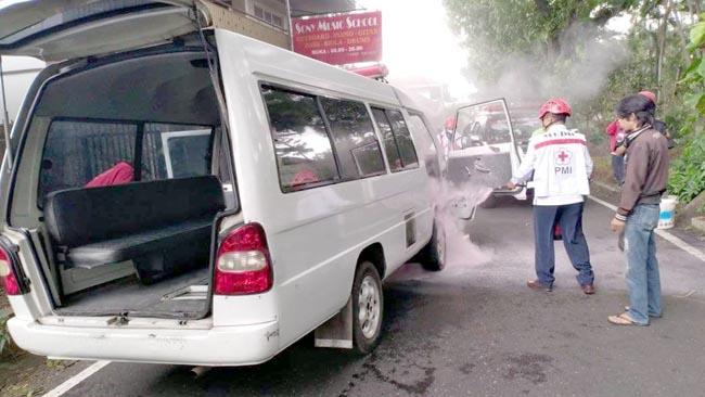 Berangkat Jemput Pasien di RS Panti Nirmala, Ambulans Terbakar+
