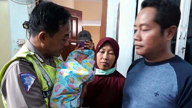 Dua   Bayi  Dibuang  di Warkop dan Kebun Tebu
