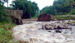 Jembatan Putus Diterjang Banjir Bandang, Warga Satu Desa Terisolir