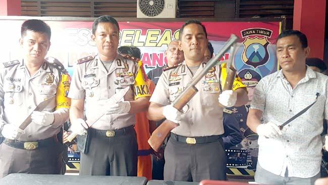 Kapolres Bangkalan AKBP Anissullah saat melaksanakan Pers rilis pembunuhan