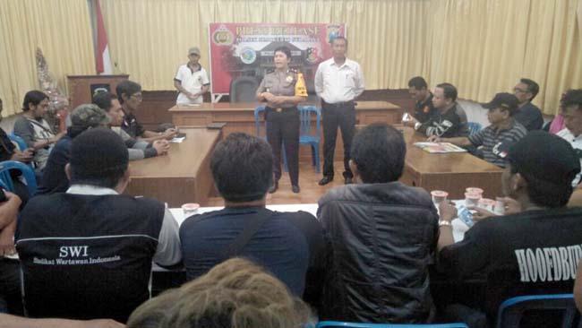 Polsek Simokerto Diluruk Wartawan, Terkait Ulah Oknum Anggota Ancam Wartawan Pakai Senpi di Cafe Santoso
