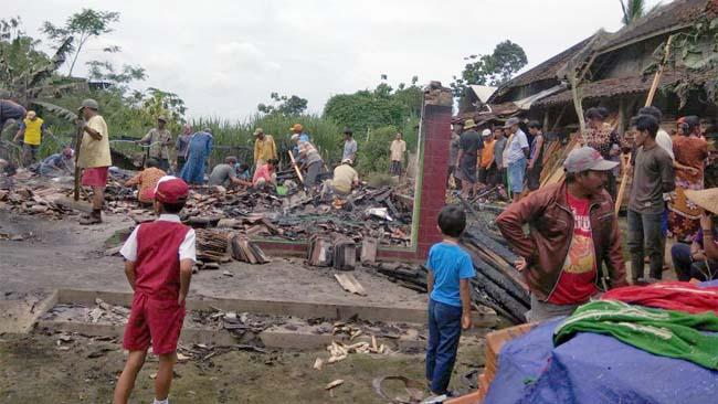 Rumah Terbakar di Pringgondani Bantur, Rugi Ratusan Juta