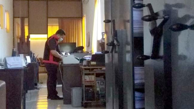Kejari Geledah Kantor Sekretariat DPRD Situbondo, Amankan Sejumlah Dokumen Berkas Dana UP