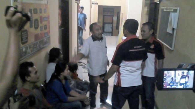 Tak Terima Dimintai Rp 20 Juta Oleh Debkolektor, Debitur Lapor ke Polisi