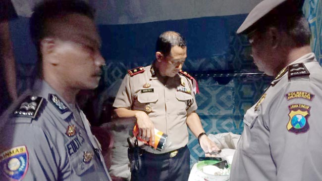kapolsekta Sukun Kompol Anang Tri Hananta SH bersama anggota melakukan olah TKP. (ist)