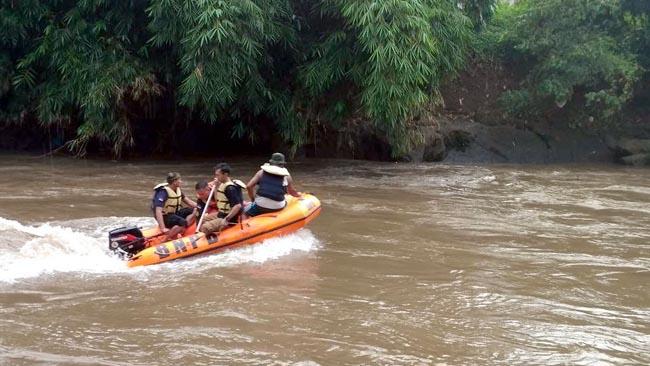 Basarnas Cari Pengamen Korban Sungai Bondoyudo