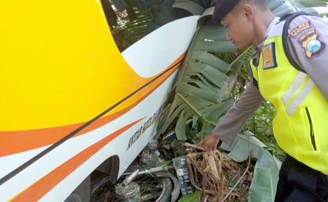 Bus Pacitan Jaya Mandiri Langgar Marka, Hantam Pemotor, 2 Tewas
