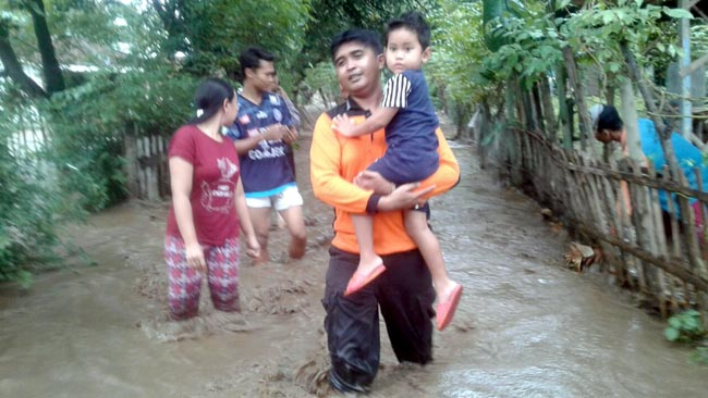 Gotong Royong Bantu Warga Terdampak Bencana Banjir di 2 Desa Kecamatan Banyuputih