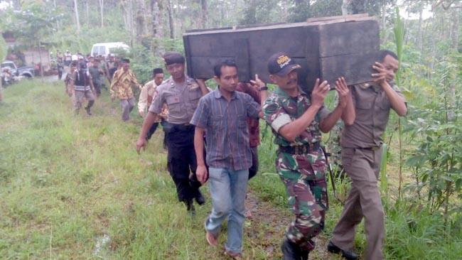 Ibu Rumah Tangga Digelonggong Air, Tewas di Tangan Keluarga Sendiri