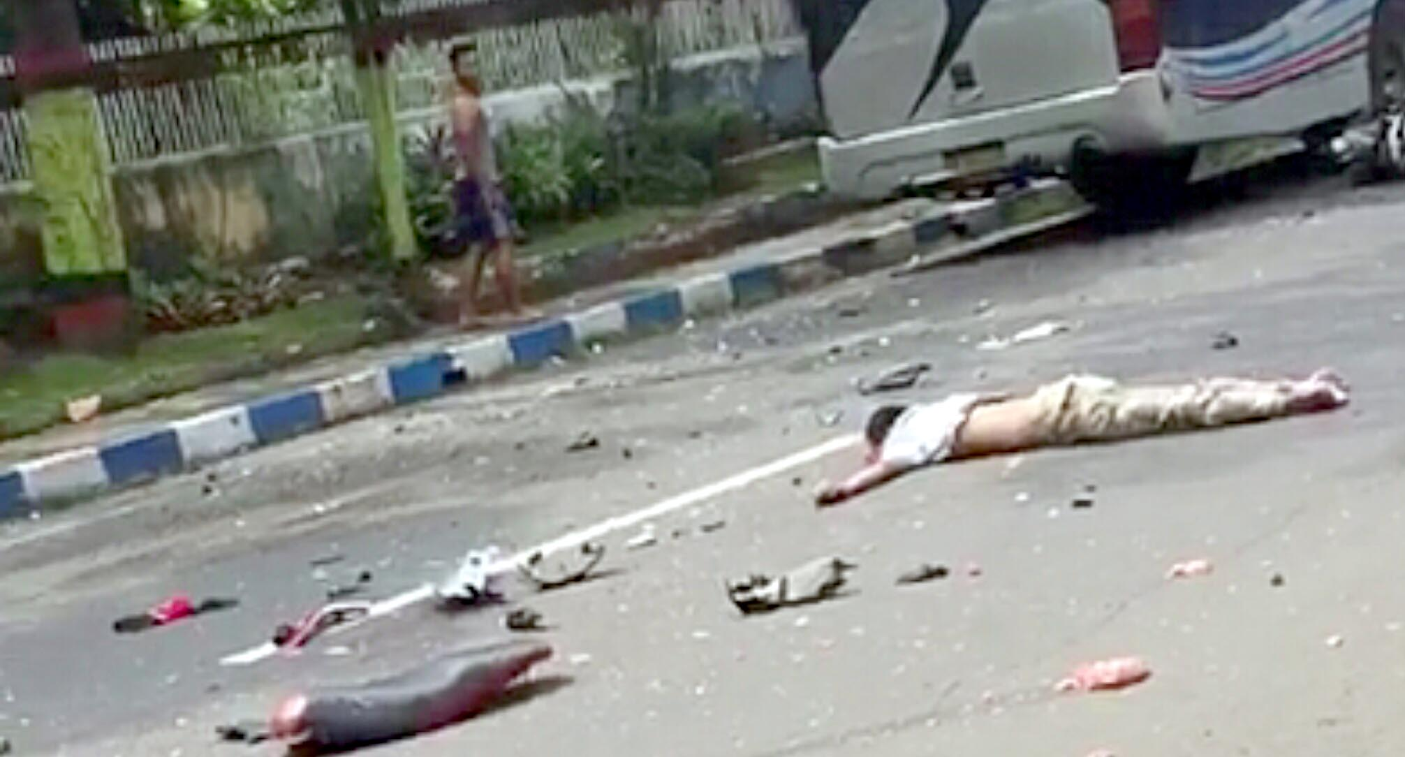Kecelakaan Maut, Pemotor Tewas Hantam Bus