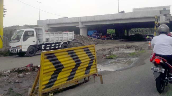 Pelebaran Jl Raya Jati Picu Penyumbatan Lalin di KNV dan Pergeseran Pipa PDAM