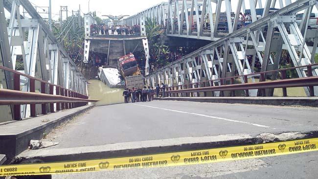 Ambruknya Jembatan Lamongan-Tuban, 1 Sopir Truk Tewas, 1 Pemotor Hilang