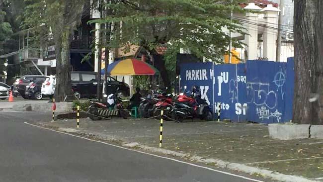 Fasum Diberi Seling dan Tutup Seng di Jl Pahlawan Trip, Warga Protes