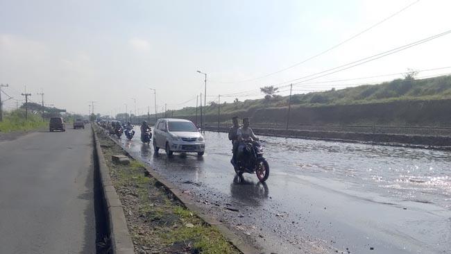 Jalan Raya Porong Tergenang Air