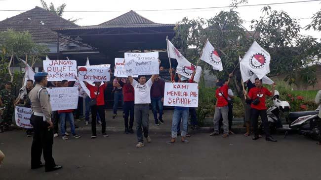 Karyawan PT Wiratanu Persadatama Unjuk Rasa, Tuntut Pesangon Layak, Malah Kena PHK