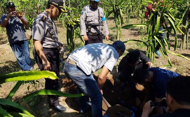 Ratusan Liter Arak Bali Disembunyikan di Bawah Tanah Kebun Buah Naga