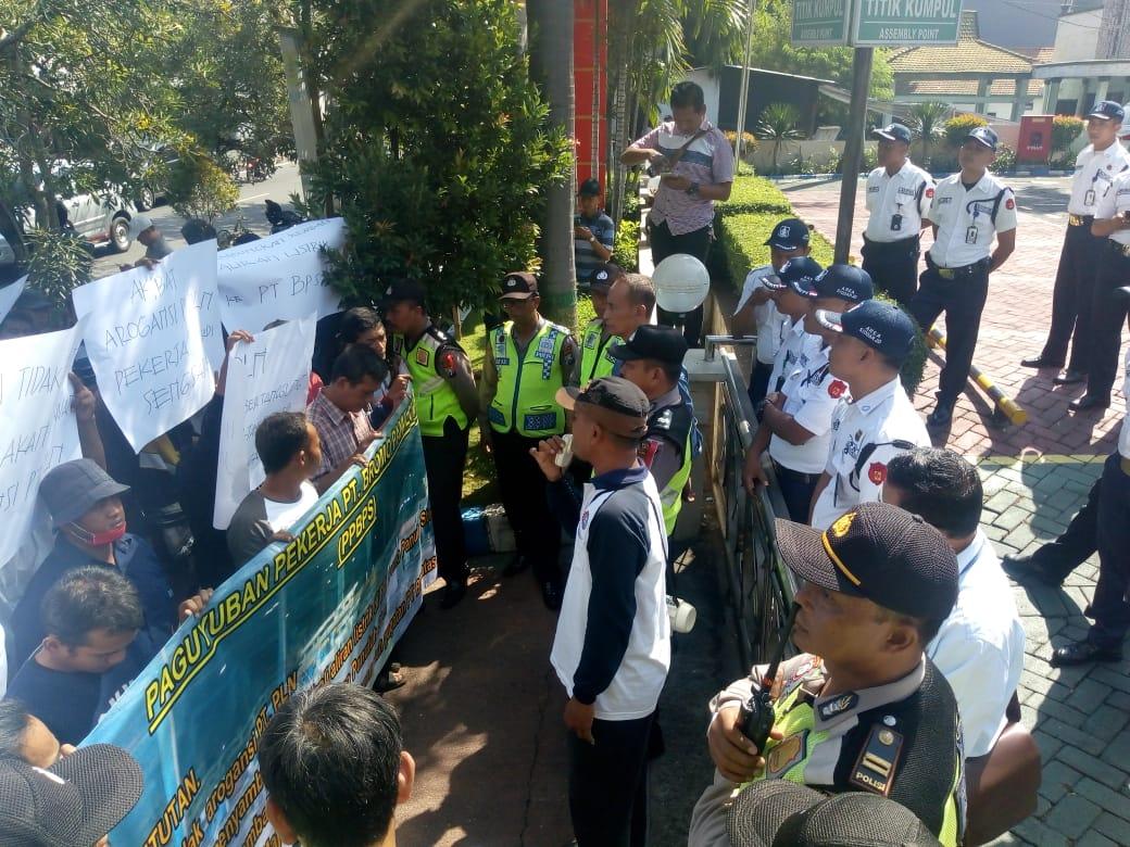 8 Bulan Dirumahkan, Karyawan PT Bromo Panuluh Stell Demo PLN