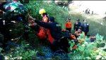 Pencari Rumput Tumpang Tersangkut Batu Sungai