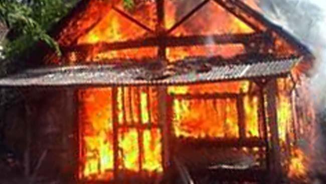 Prihatin, Rumah Bambu Keluarga Kecil di Poncokusumo, Ludes Terbakar