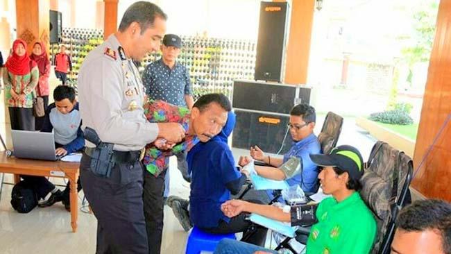 Ratusan Buruh di Blitar Donor Darah Rayakan May Day