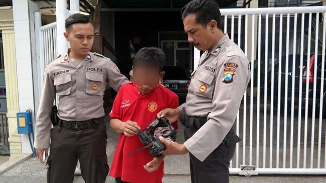 Maling Celdam Satroni Kos-Kosan Cewek, Mewek Ditangkap Polisi