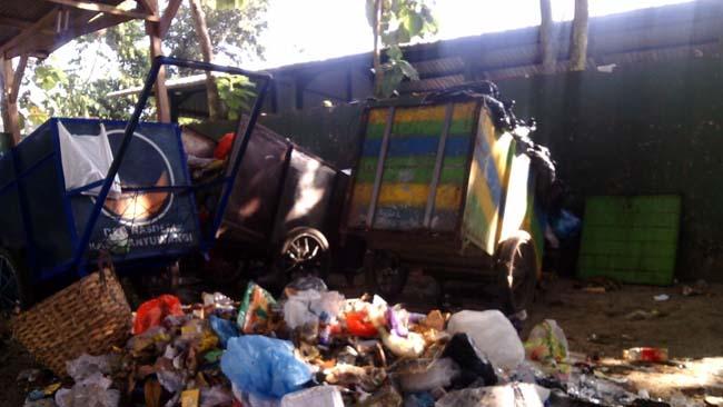 Panglima KPJ Laskar Putih Banyuwangi, Kritisi Sampah di Tengah Pemukiman