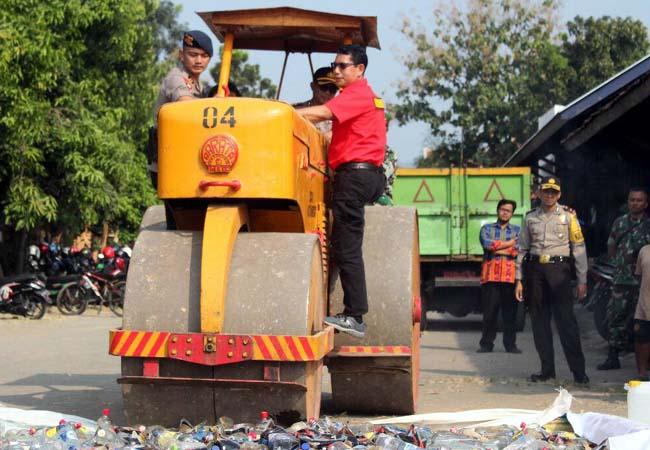 Polres Kota Musnahkan Ribuan Botol Miras Berbagai Merek