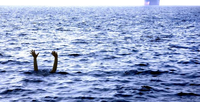 Jalan di Pinggir Pantai Menuju Teluk Bidadari, 3 Orang Tergulung Ombak