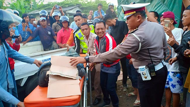 Rem Blong, Truk Terjang Tiga Motor