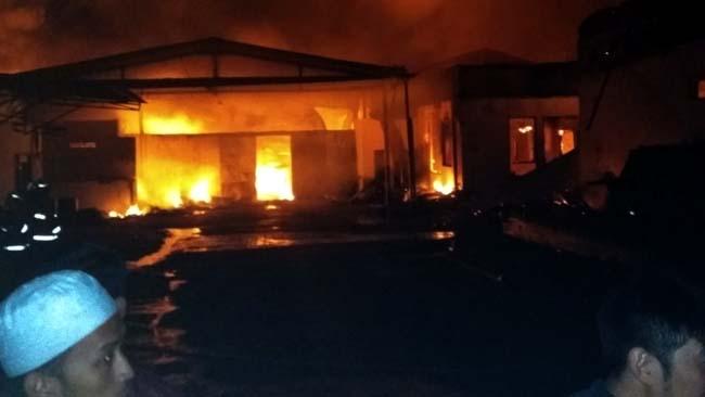 Pabrik Permen Dampit Terbakar