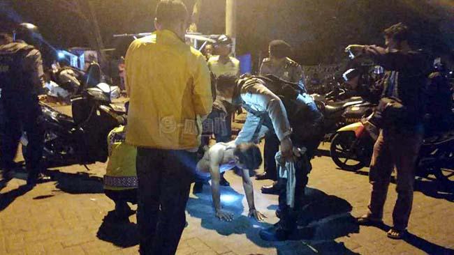 Polisi Sita Miras dan Motor Bodong di Kawasan GOR Sidoarjo