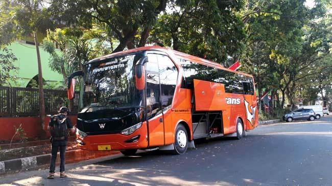 Bus Pariwisata Antar 22 Anggota Dewan Kota Malang ke Juanda