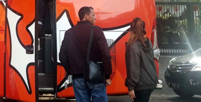 Ribut Haryanto, sebelum pindah dari Bus ke mobil . (gie)