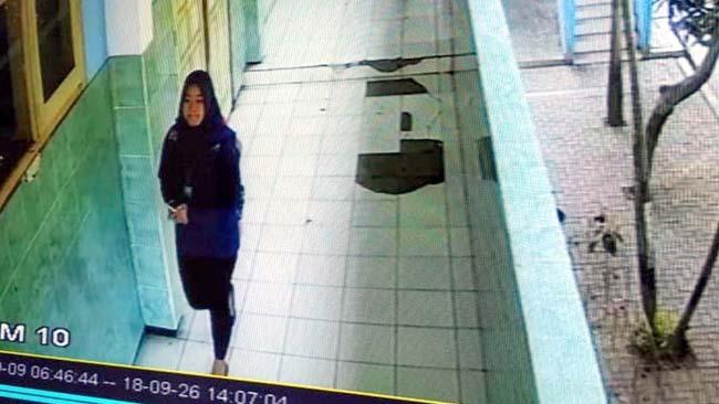 Maling Satroni SMAN 10 Kota Malang Siang Bolong, Terekam CCTV