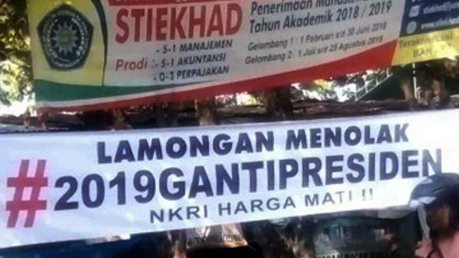 Tak berijin, Spanduk Penolakan Gerakan #2019 Ganti Presiden Diturunkan Satpol PP