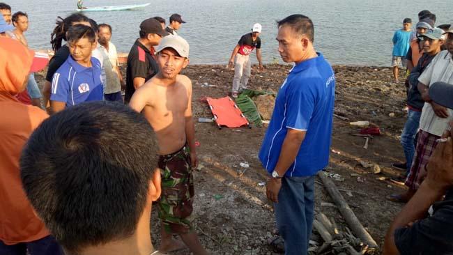 Panik Perahu Oleng, Pemancing Blitar Tenggelam