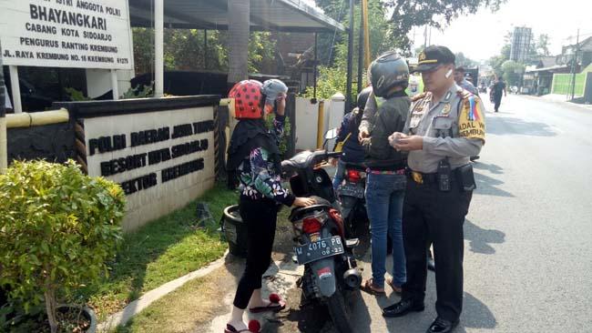 Ditemukan Oknum Sopir Lempar Uang, 40 Pelanggar Ditilang Polisi