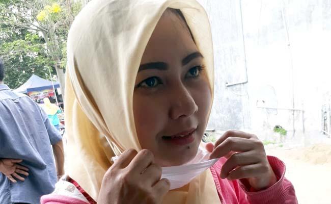 Silvia salah satu bidan yang di rumahkan RSIA Refa Husada, tanpa kejelasan. (gie)