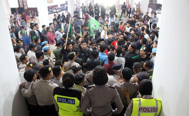 HMI Kuasai Gedung Dewan Kota Malang, Bertahan 30 Menit